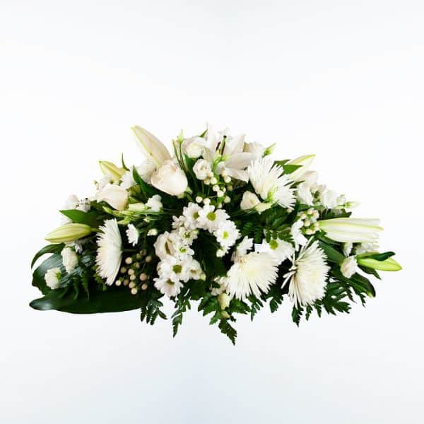 Centro de flores blanco para funeral en tonos rojos y blancos a domicilio en Madrid y Toledo.