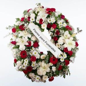 Corona de flores roja y blanca para enviar a tanatorios de madrid y toledo