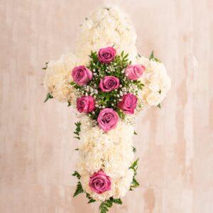 Cruz de flores para tanatorios de Madrid y Toledo