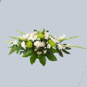 Centro de flores blanco para enviar al tanatorio.